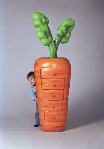Шкаф в форме моркови.