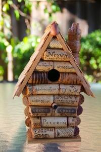 Скворечник из пробок cork birdhouse