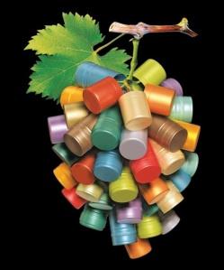 Виноградная гроздь из пробок