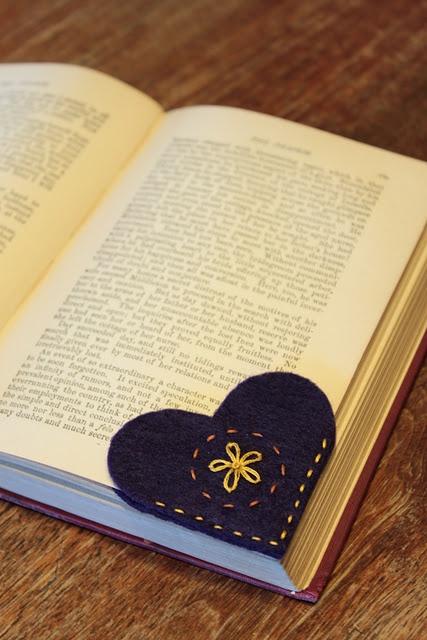 Закладка для книги в форме сердца