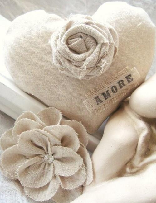 Сердечко из мешковины с розой