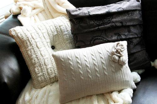 Подушки из старых свитеров