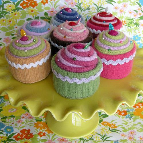 пирожные из старого свитера