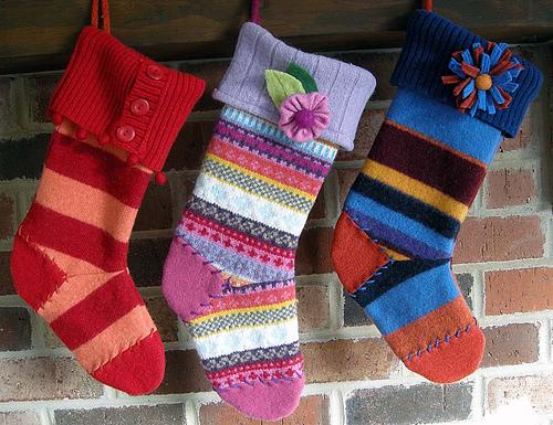 носок для подарков из старого свитера
