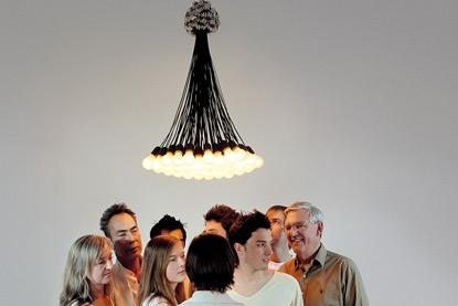 Люстра из 85 ламп от дизайнера Роди Грауманса  (илл.)
